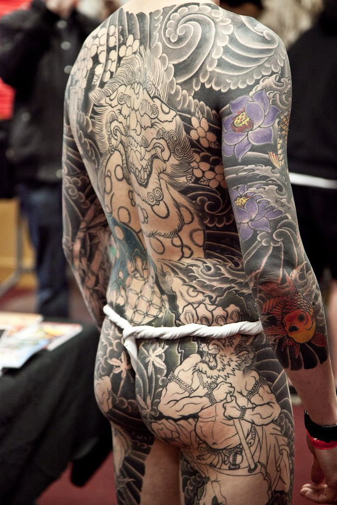 52772e60d Black and White japanese yakuza tattoo on Body Back | Best Tattoo ...