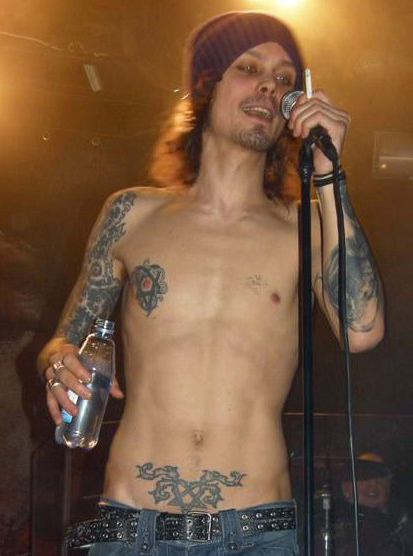 Willy Valo tattoo on stage