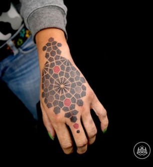 Back of The Hand Two Colors Dotwork tattoo by 2vision Estudio