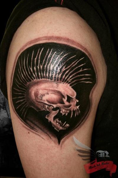 Blackwork Punk Scull tattoo Black Ink Studio