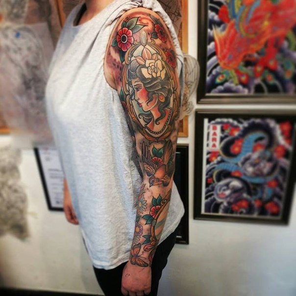 frame girl old school tattoo sleeve best tattoo ideas gallery. Black Bedroom Furniture Sets. Home Design Ideas