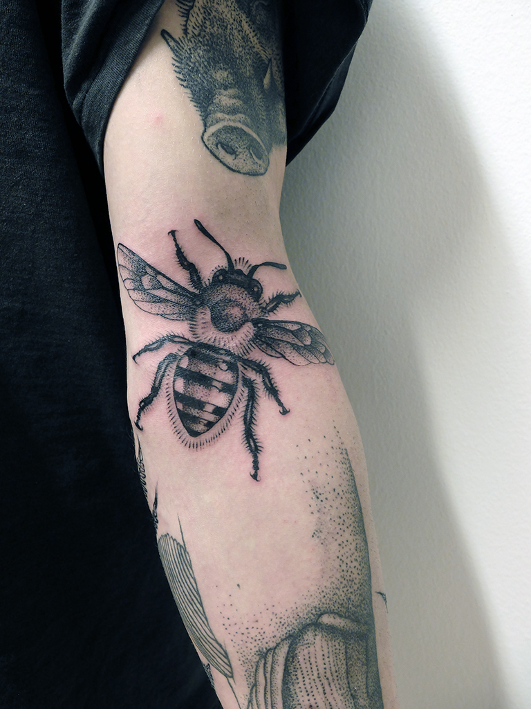 Great Bee Dotwork tattoo by Jan Mràz