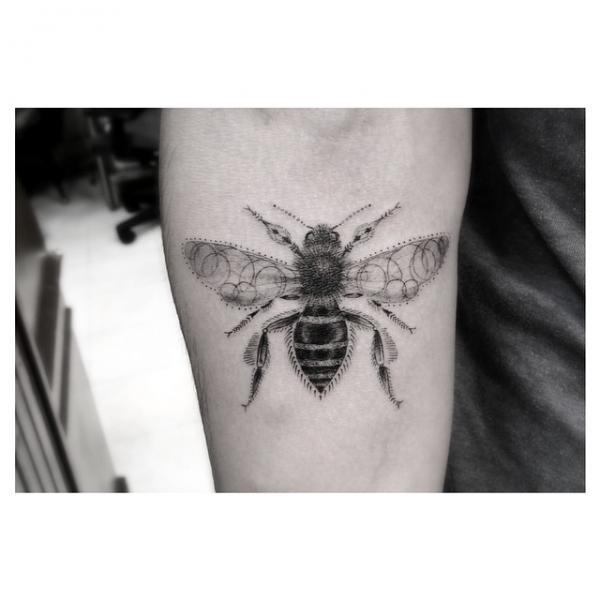 Loop Wings Bee tattoo