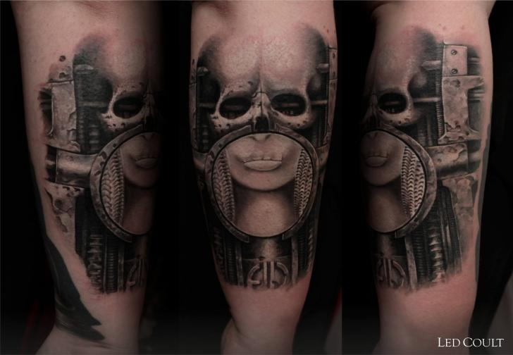 Scull Helmet Graphic tattoo by Led Coult