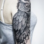 Shoulder Big Eyes Owl Graphic tattoo idea