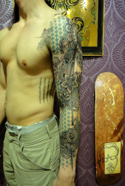 Abstract Blackwork Flowers tattoo sleeve by Xoïl