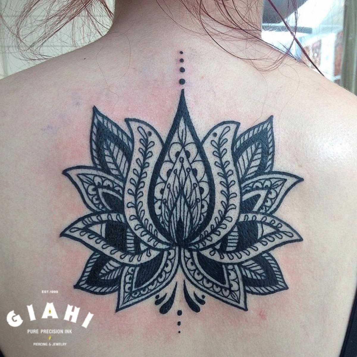 Back Blackwork Mehendir Flower tattoo by Elda Bernardes