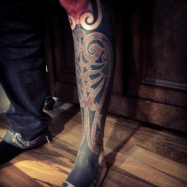 Beautiful Ribs Blackwork tattoo on Leg