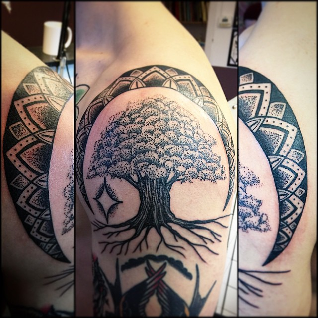 Great Oak Tree Dotwork tattoo by Frej Lind
