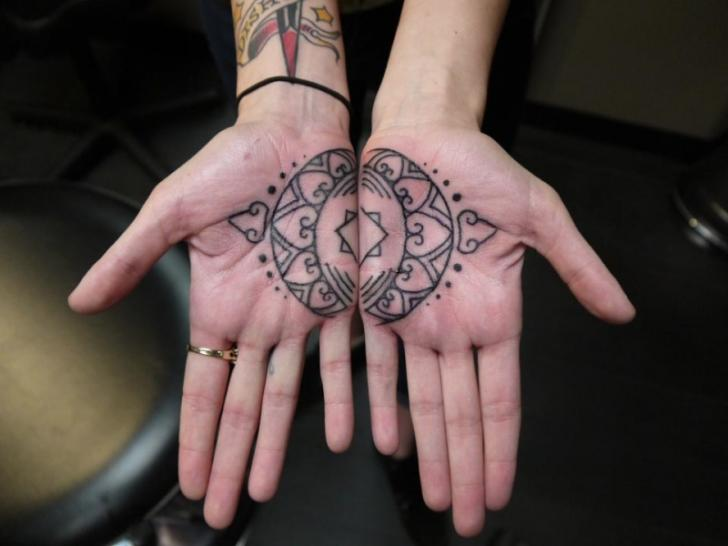 Mating Mehendi Hand tattoo by Earth Gasper Tattoo