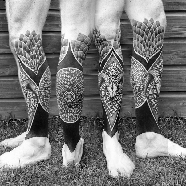 Ram Scull Blackwork tattoos on Leg
