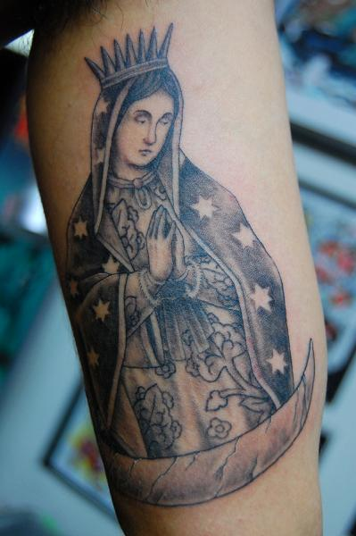 Star Cape Praying Mary Blackwork tattoo by Illsynapse