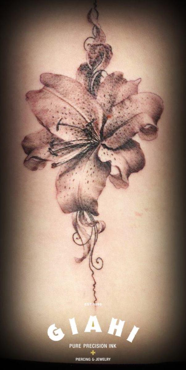 Graphic Flower tattoo
