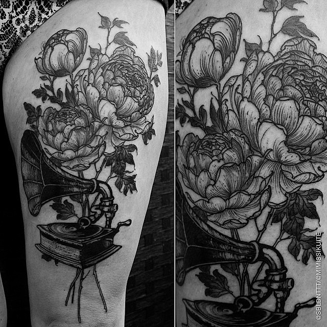 Flowers Gramophone Etching tattoo by Renaud Delmaire