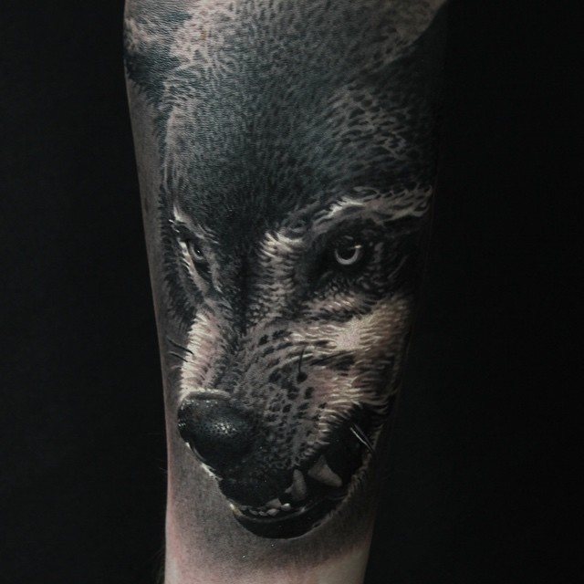 Dangerous Growling Wolf tattoo