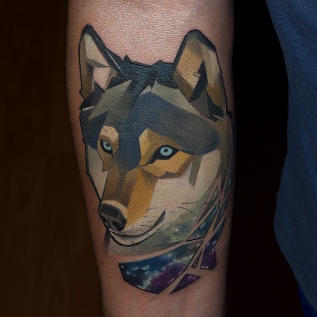 Arm Wolf an Night Tattoo
