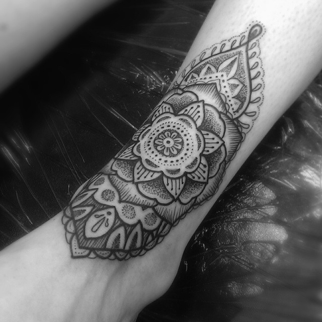 Little Dotwork Ankle Pattern Tattoo