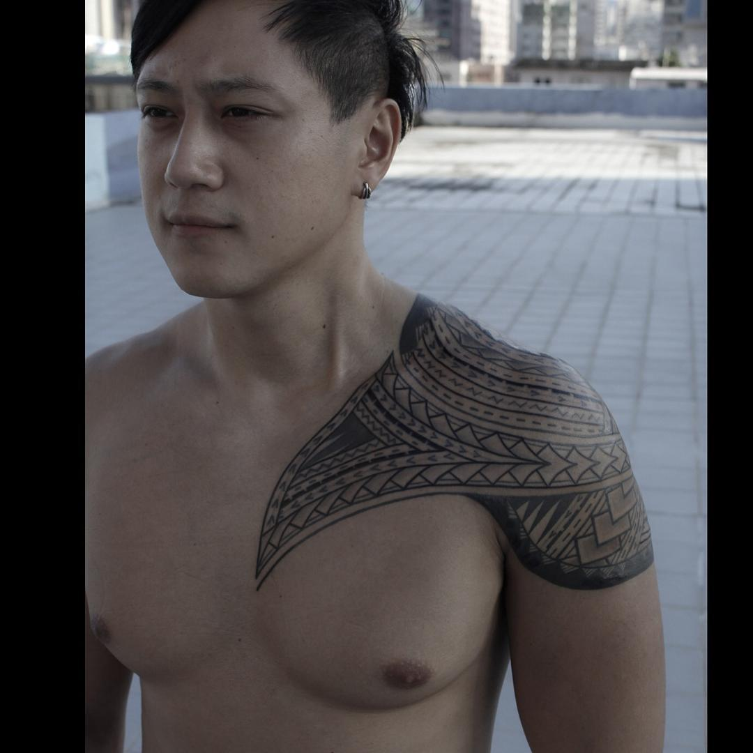 Etnic Tribal Tattoo on Shoulder