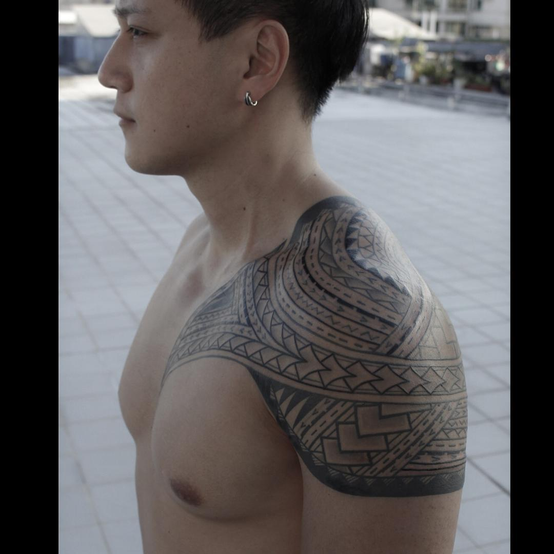 Tribal-Tattoos Etnic-Tribal-Tattoo-on-Shoulder-by-Jimmy-Yuen_1