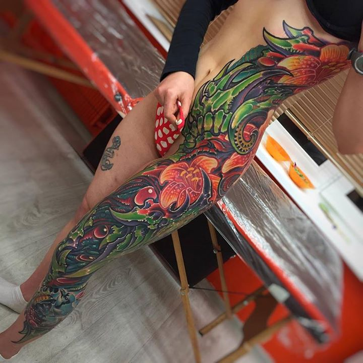 floral body side tatoo on girl