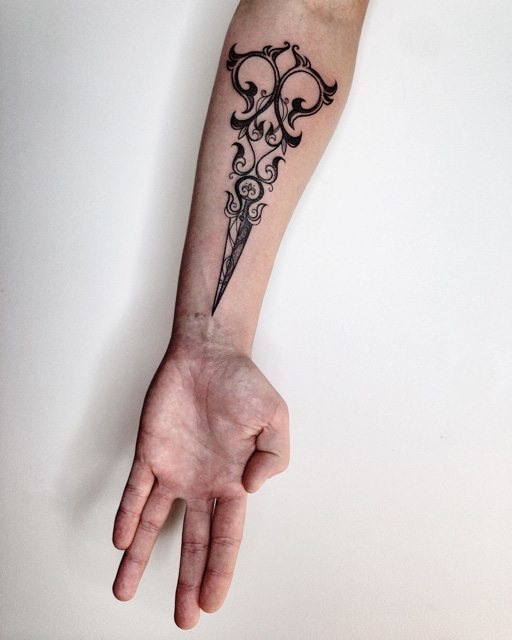 tattoo paterm on inner forearm