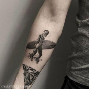 Dotwork Srfer Girl Tattoo