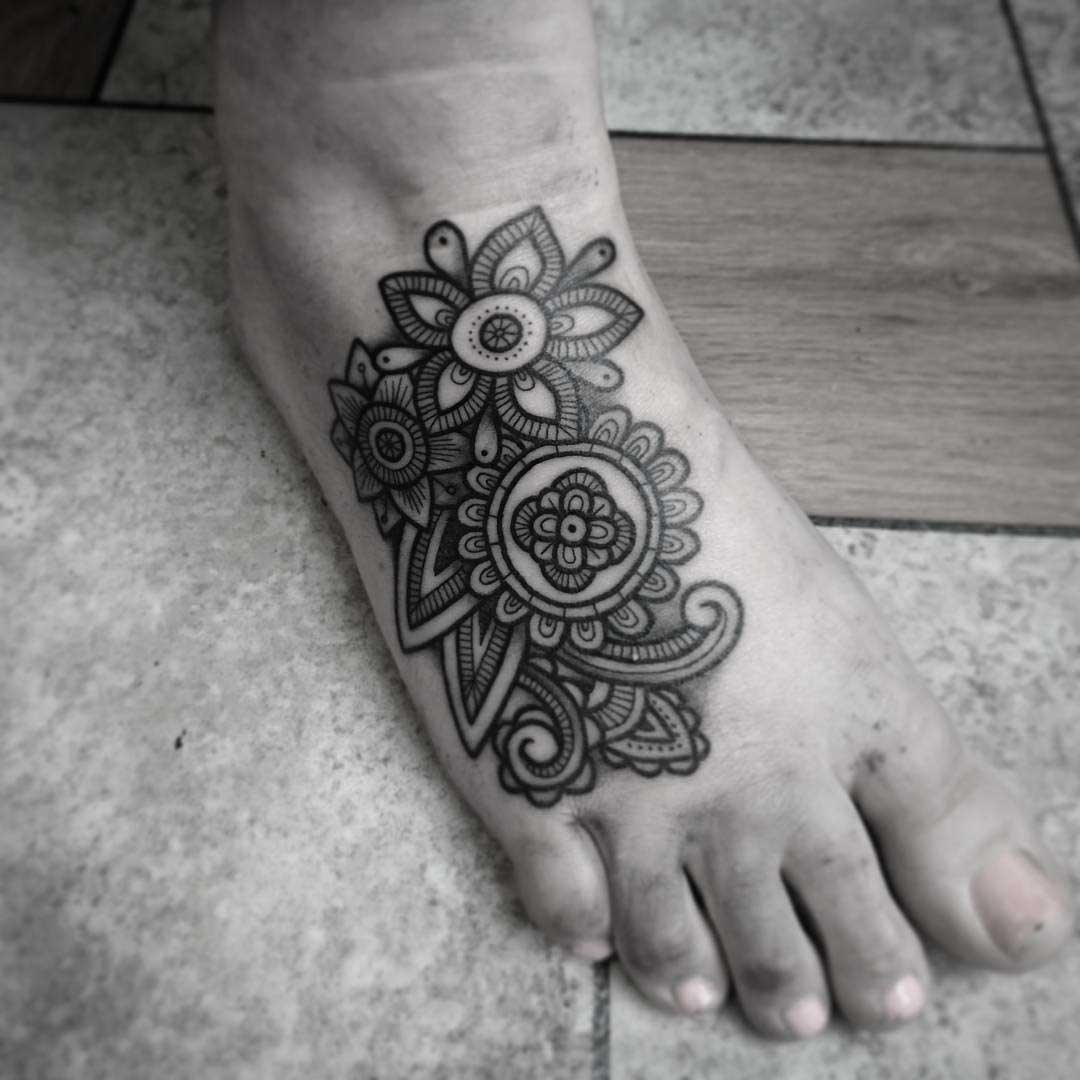 foot tattoo pattern flowers