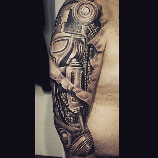 Biomechanical Tattoo Shoulder