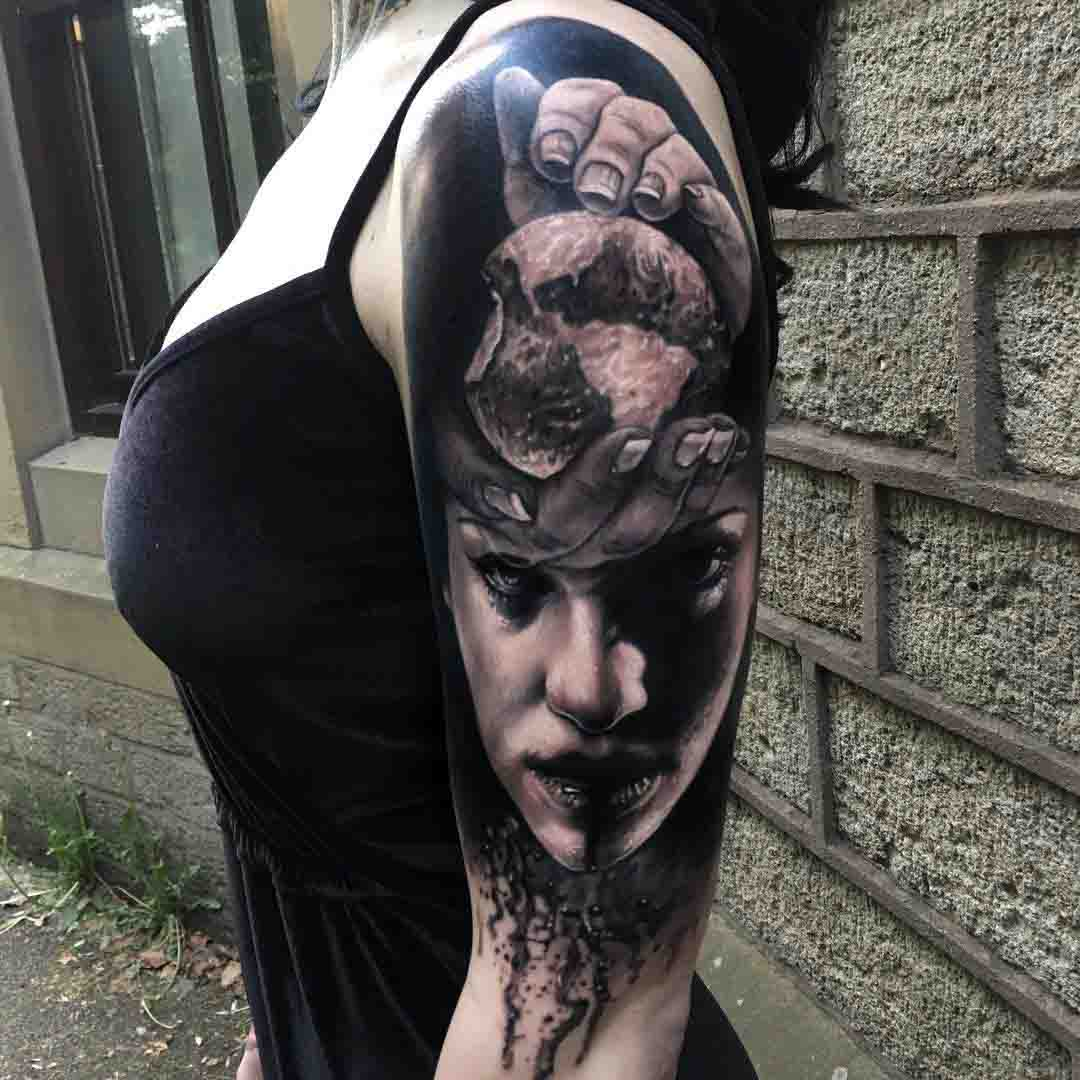 realistic abstract tattoo o0n shoulder