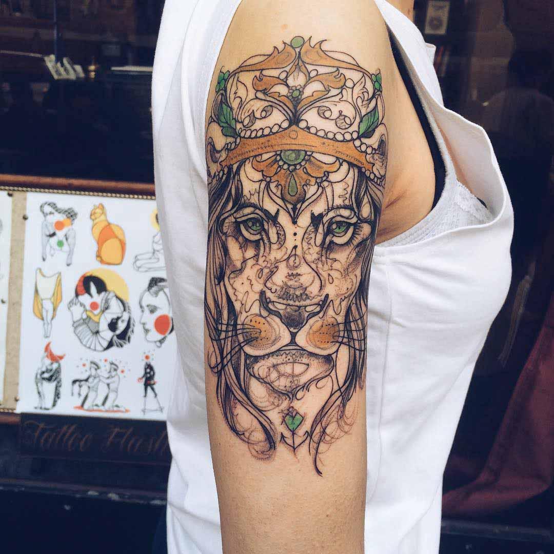 shoulder royal lion tattoo