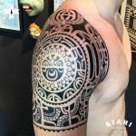 shoulder tattoo maori sleeve