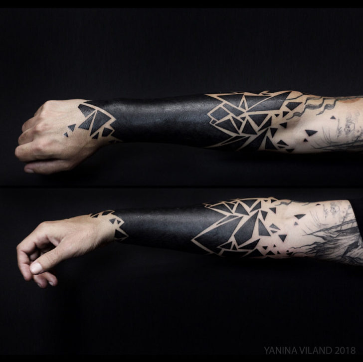 arm tattoo blackwork