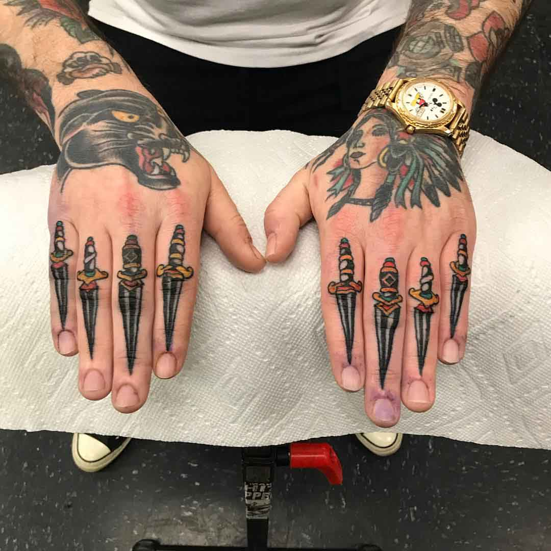 finger tattoos daggers