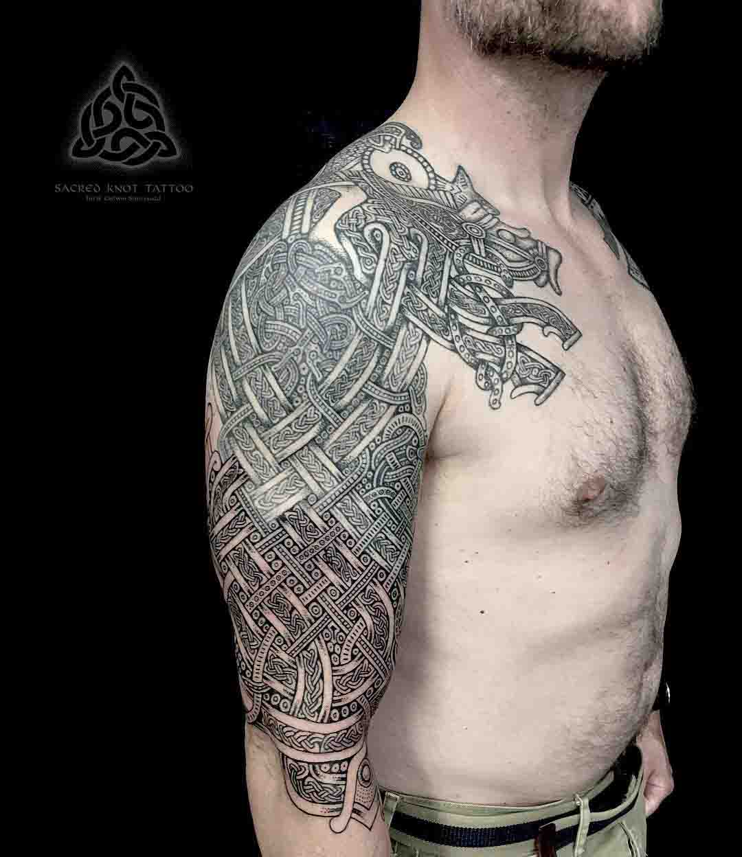 celtic knot tattoo on shoulder