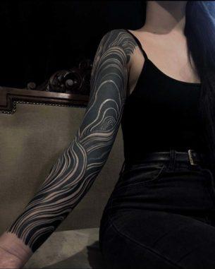 Blackwork Wavy Ornament Tattoo